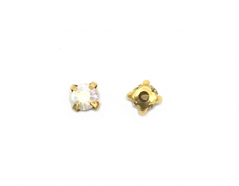 Кристаллы в золотых цапах, смола, 6 мм